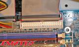 Приклучен IDE кабел на матичната плоча