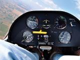 Поглед во кокпитот на Супер Бланик Л-23 во тек на лет