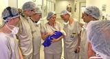 Бразилските доктори со здравото новороденче