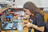 Подготовки за натпреварот. Фотографијата е преземена од ФЕИТ – Скопје