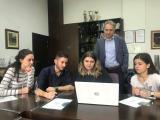 Студентите со деканот на ФЕИТ, Димитар Ташков