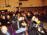 Дел од атмосферата во публиката