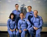 Групна фотографија на астронаутите од мисијата СТС-7