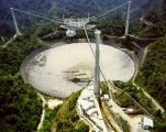 Радиотелескопот Аресибо во мрак откако пукнат кабел ја оштети 'чинијата'