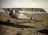 Автохроматска фотографија на авион двокрилец која потекнува од 1 Светска војна, околу 1917 година