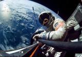 Слика 2: Едвин Олдрин за време на мисијата Џемини 12